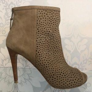 STUART WEITZMAN Tan/Camel Suede Leather Booties